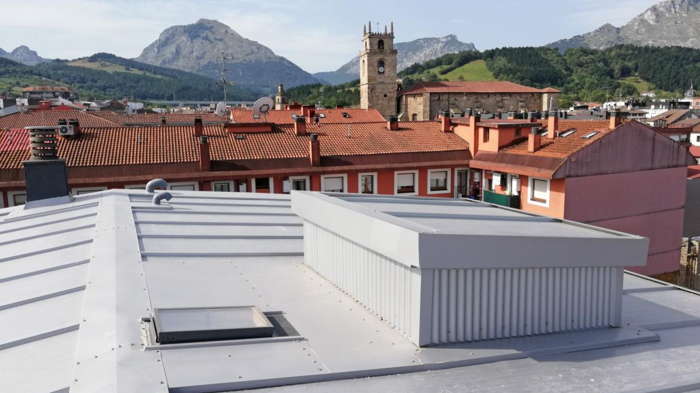 Instalación de SATE y Rehabilitación de Cubierta en P.P Astarloa, Durango